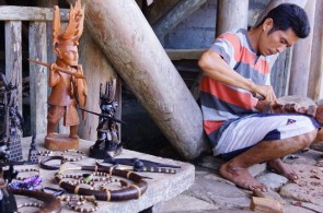 Nias Crafting as a Souvenirs
